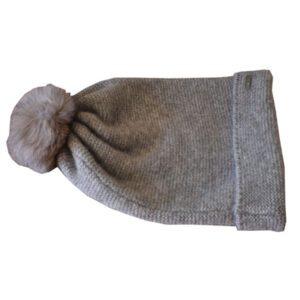 bonnet tombant gris