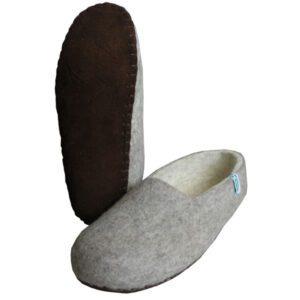 chaussons gris en laine