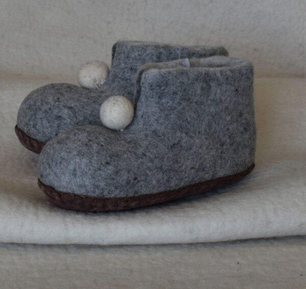 chaussons avec pompon pour enfant